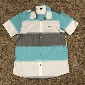 Oakley Short Sleeve Button-Up Size Large